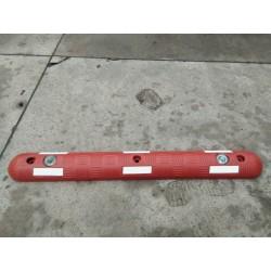 Séparateur de voie en caoutchouc rouge avec plots réfléchissants - Leader Equipements