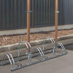 Un râtelier spacieux pour 5 vélos sur 2 niveaux