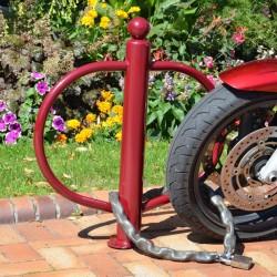 Poteau avec arceaux pour garer les motos