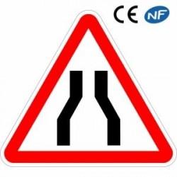 Panneau de signalisation indiquant une chaussée rétrécie (A3)