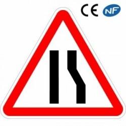 Panneau routier indiquant une chaussée rétrécie par la droite (A3a)