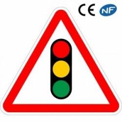 Panneau de route annonçant l'approche d'un feu tricolore (A17)