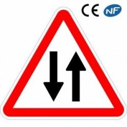 Panneau de signalisation annonçant une circulation danslesdeuxsens (A18)