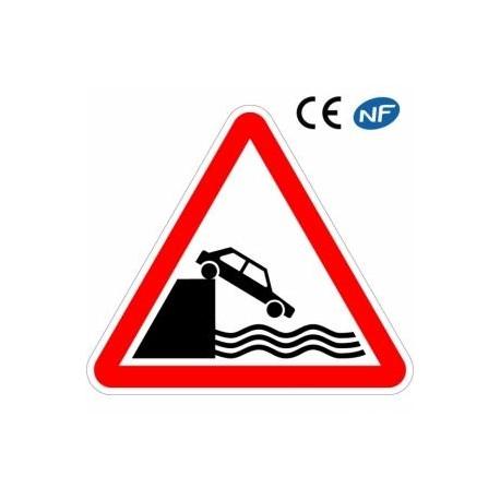 Panneau de route danger débouché sur un quai ou une berge