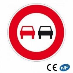 Panneau de circulation routière indiquant une interdiction de dépasser B3