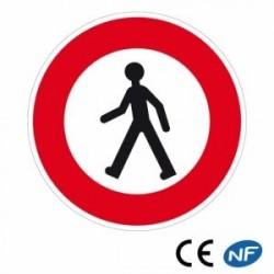 Panneau de circulation indiquant un accès interdit aux piétons
