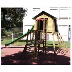 La petite cabane en bois avec toboggan pour les enfants de 5 à 12 ans