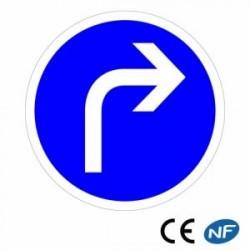 Panneau de signalisation obligation de prendre à droite