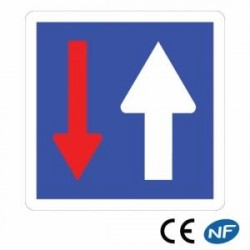 Panneau routier de priorité par rapport aux véhicules d'en face