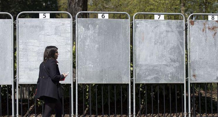 Visuel d'illustrations sur la réglementation française des panneaux électoraux sur la voie publique - Leader Equipements